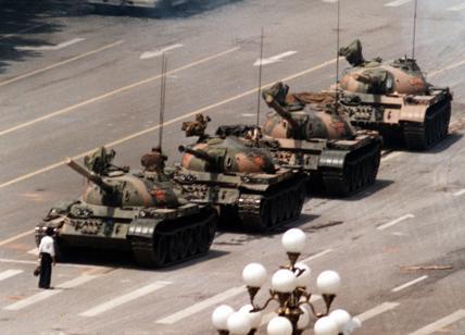 """32° anniversario di Tienanmen: censurata la foto iconica? """"No, errore umano"""""""